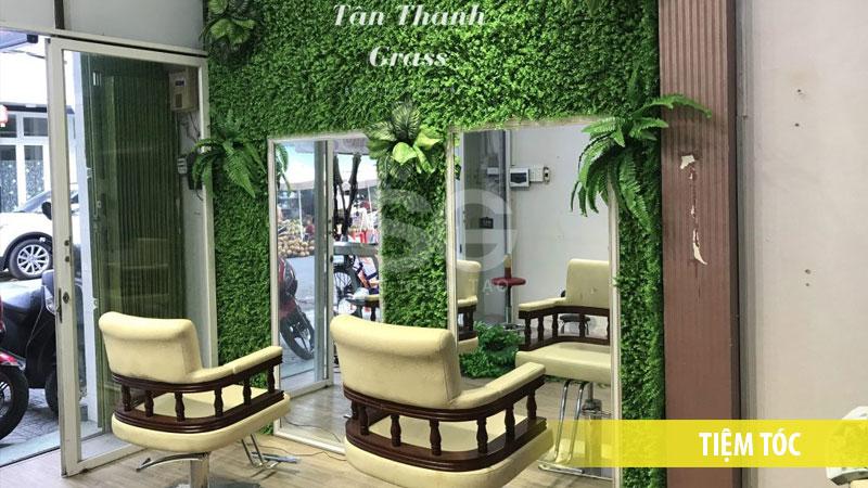 Cỏ nhựa cải xong trang trí tiệm cắt tóc, nail, salon