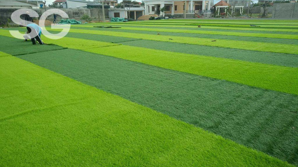 Làm sân bóng đá cỏ nhân tạo
