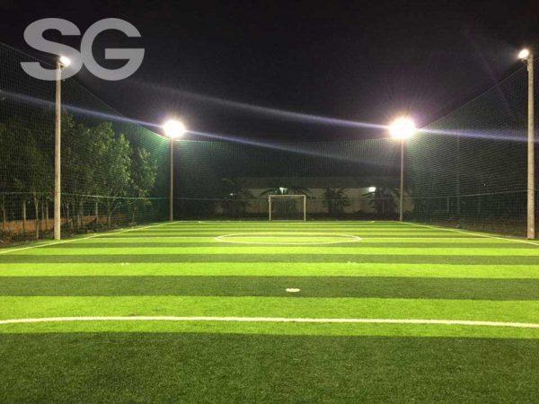 Hệ thống đèn chiếu sáng cho sân bóng đá cỏ nhân tạo