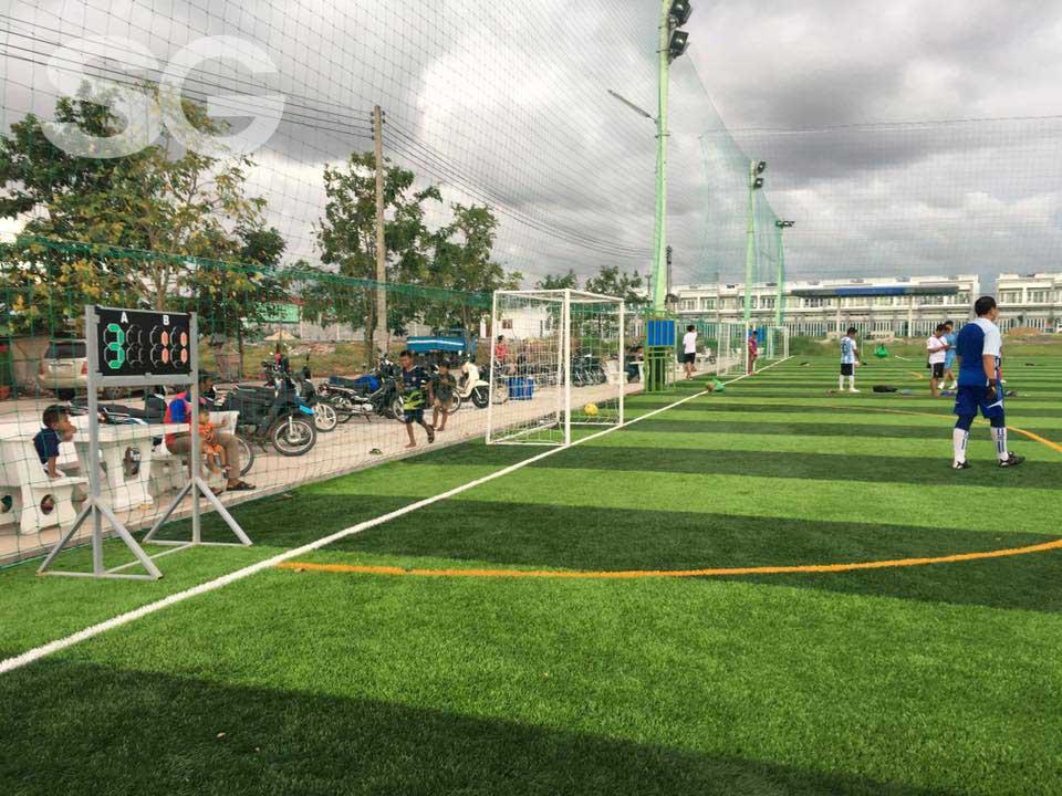 Hình ảnh hoàn thiện sân bóng đá cỏ nhân tạo
