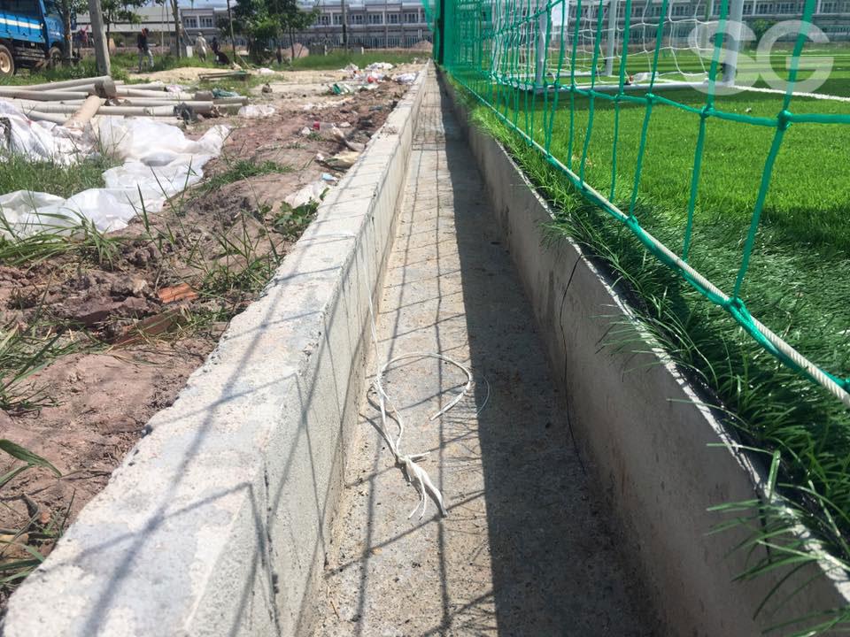 Đường thoát nước cho sân cỏ nhân tạo