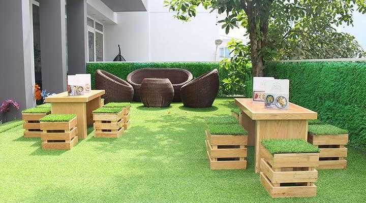 cỏ nhân tạo quán cafe